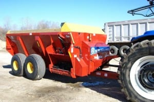 Extension manure spreader
